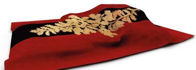 Die Fahne der Urburschenschaft: rot-schwarz-rot mit goldenem Eichenlaub