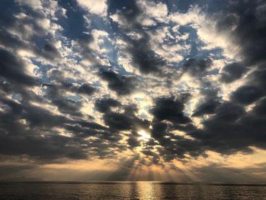 雲が絞り染めみたいで凄い!!
