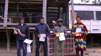 SPクラス 優勝 岩谷松樹(写真左)
