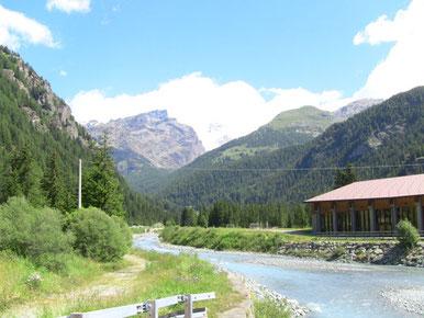 隣村からの景色。
