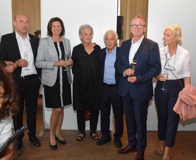 Foto: Die Preisträger Bayerischer Architekturpreis:  Peter Haimerl, Staatsministerin Ilse Aigner, Donata und Christoph Valentin, Johannes + Gudrun Berschneider
