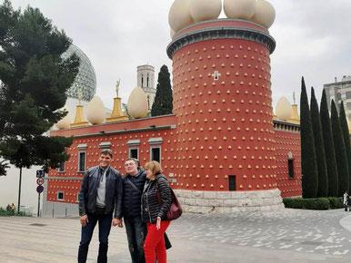 Экскурсия в музей Дали из Барселоны