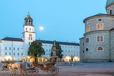 2014-10-06 Residenzplatz at full moon, Salzburg (c) www.strobgalerie.at