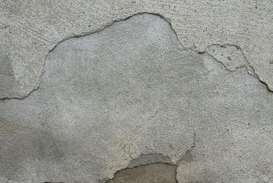 Steinhaus mit Putzwand  muss auch gepflegt werden - Foto Pixabay