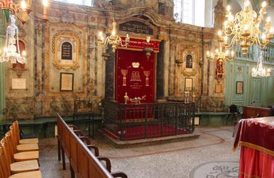 L'intérieur de la synagogue de Carpentras