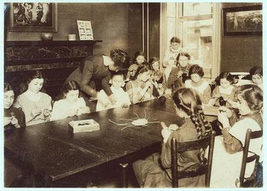 На занятиях, Дом свободного ребенка