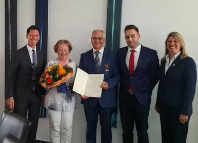 Landrat Müller, Bernadette, Klaus und Patrick Büdenbender, Bürgermeisterin Schuppler