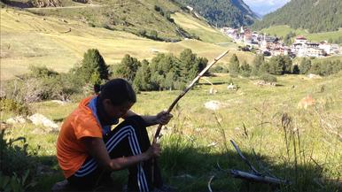 Mädchen Frau schnitzen Vent Alpen Österreich E5 Zwieselstein Sonneck