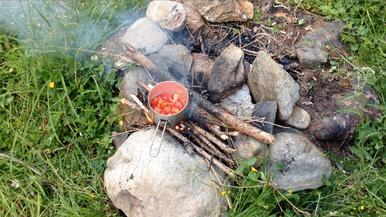 Kochen draußen Outdoor Lagerfeuer Kochtopf Gericht Braunschweiger Hütte Alpen Österreich E5 Zwieselstein Sonneck