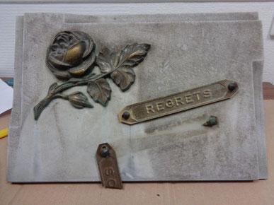 Rénovation de plaque funéraire : avant