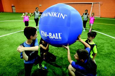 Ballon Omnikin de kinball pour l'extérieur. Ballon omnikin bleu, solide et pas cher. Ballon de kin-ball solide extérieur.