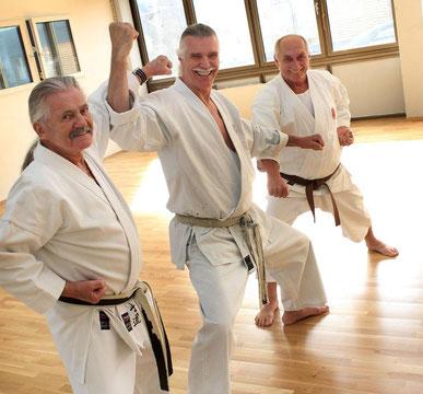 Trainer Wolfgang Schubert, Didi Haas senior, Trainer Gerd Reimer in der neuen Karate-Halle. FOTO: Kandzorra Christian