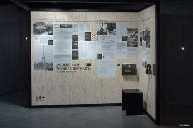 Ausstellung Fremde Heimat Buddenbrookhaus Plakatwand Kai Nielsen