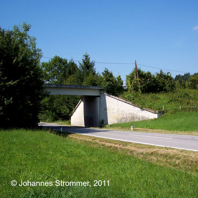 Bahnstrecke Weissenbach-Neuhaus - Hainfeld (Leobersdorfer Bahn); Brücke über die L119 nach Laaben.