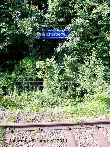 Bahnstrecke Weissenbach-Neuhaus - Hainfeld (Leobersdorfer Bahn); Stationsschild Bf. Gerichtsberg.