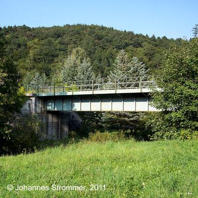 Bahnstrecke Weissenbach-Neuhaus - Hainfeld (Leobersdorfer Bahn); Brücke über die Triesting.