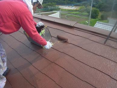 屋根材 コロニアル・カラーベスト・薄型スレートの遮熱塗装上塗り。防カビ防藻・高耐久塗料使用。人気です。