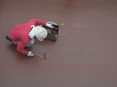 金属屋根の上塗り。高耐久遮熱塗装
