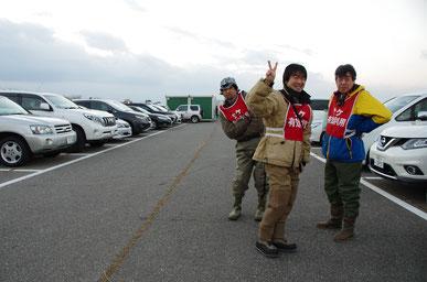 中央は偶然お会いした手取川のエキスパート、東さん。JGFAの淡水フライフィッシング・シロザケ部門の日本記録保持者なのです