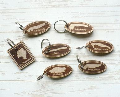 Ostfriesland, Borkum, Juist, Norderney, Baltrum, Langeoog, Spiekeroog, Wangerooge... Schlüsselanhänger, graviertes Buchenholz