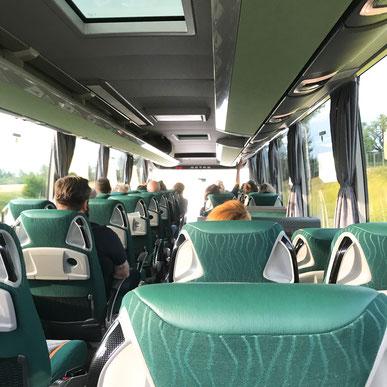 オスロ駅発のバスの車内_株式会社ウォリス