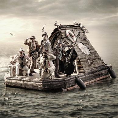 Winkende Clöchards auf dem Boot