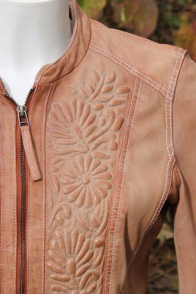 Second-Hand: Schöne Damenlederjacke in hellbraun mit geprägtem Blumenmuster