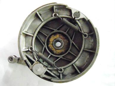 Interior del tambor con las zapatas de freno montadas