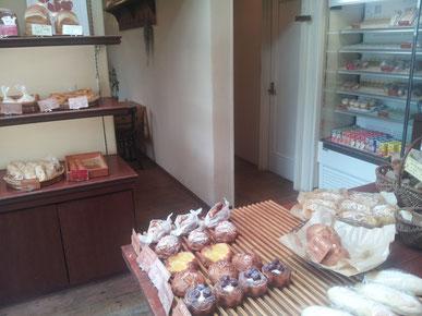 奈良県五條市パン屋店内