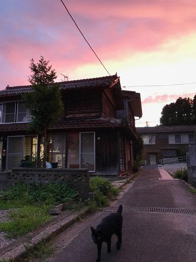 西町 愛の橋商店街 ゆきむらと夕陽