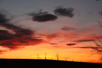 16.12.2013 gleichzeitig in der entgegengesetzten Himmelsrichtung - der Sonnenuntergang