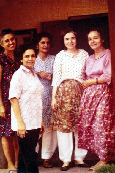 Meherazad, India ; ( L-R ) Katie, Arnavaz, Meheru, Mani and Mehera Irani