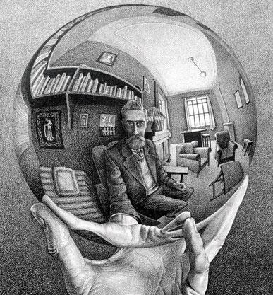 """Maurits Cornelis Escher, """"Mano con sfera riflettente"""" (1935)"""