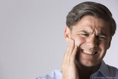 Entzündete Zahnnerven können stark schmerzen, aber auch völlig symptomlos absterben
