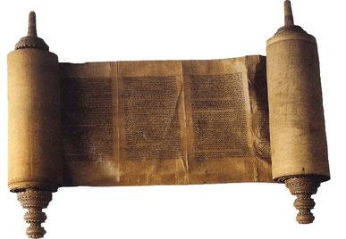 La Loi mosaïque, donnée par Dieu et transmise par Moïse, avec ses plus de 600 règles et prescriptions, imposait une moralité élevée aux Israélites. En effet, le peuple élu, Israël, devait de préparer à accueillir le Sauveur de l'humanité, Jésus.