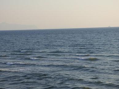 風波で干潮時に少しブレイクしているのを見て、乗れる??って思ってしまうほど・・潮切れ?!(笑)