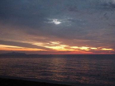 沈んだ後も夕焼け広がっていました。