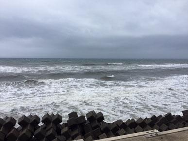 強カレント!海見て右に強く流れています。