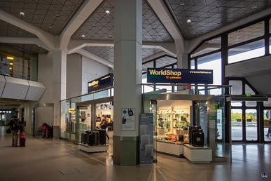 Blick in die Haupthalle des Flughafen Tegel. Berlin - Reinickendorf.