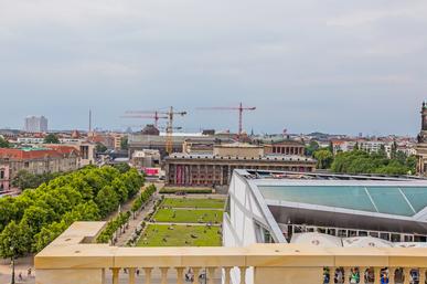 Das Berliner Schloss in Mitte. Blick vom Dach auf das Alte Museum.