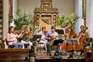 Präsentierten ein wunderbares Konzert in der Bonifatiuskirche: Star-Mondolinist Avi Avital und die Musiker von der Potsdamer Kammerakademie.