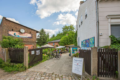 Café im Auenhof und die Kunstgalerie Aagaard in Hermsdorf.