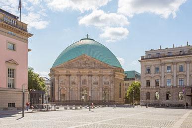 Konflikt um die St.-Hedwigs-Kathedrale.