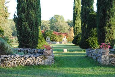De tuin met uitzicht op het zomerhuis