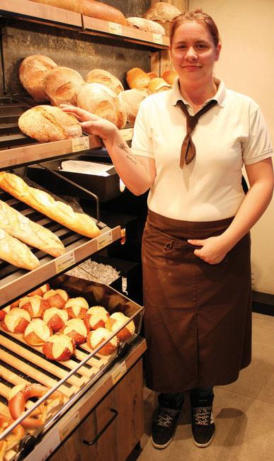 Bäckereifachverkäufer- Azubi Annabelle Wüstner (21). FOTO: KATHARINA SCHULTZ