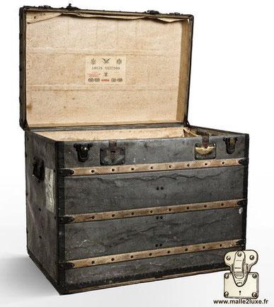 malle courrier louis vuitton 1889 tres rare en zinc