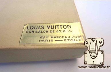 Etiquette Louis Vuitton son salon de jouets Avenue Marceau 78 bis Paris étoile