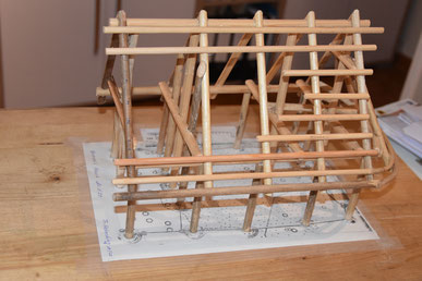 Foto: Dümmer-Museum, Modell des Steinzeithauses, das in verkleinerter Form am Dümmer-Museum nachgebaut wird