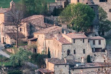 Seul un pan de mur et l'alignement des maisons témoignent de l'ancien rempart à l'ouest