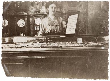 Foto Uhrengeschäft, nicht näher bezeichnet, um 1925